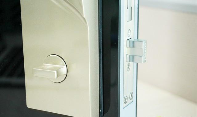 当我们的开锁方式从钥匙变成指纹跟密码时,两者会有哪些区别呢?