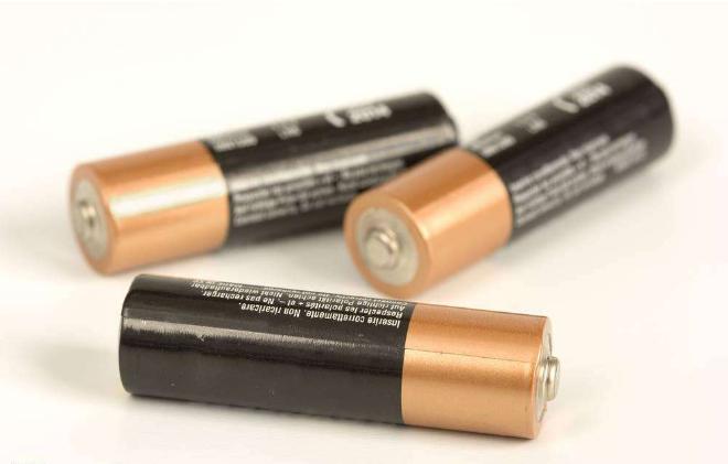 为什么大多智能锁用干电池不用锂电池?